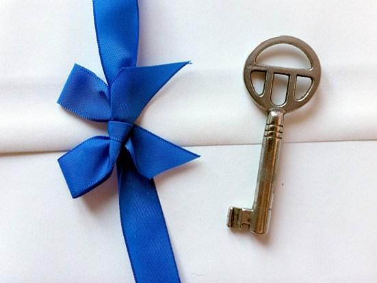 Briefumschlag und Schlüssel als Symbol für Verschlüsselung mit PGP