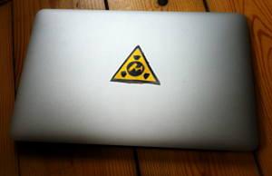 Laptop mit Gefahrenzeichen
